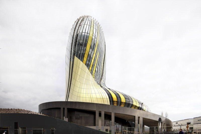 La Cité du Vin:  мультифункциональное стекло Guardian обеспечивает впечатляющий внешний вид нового винного центра во Франции