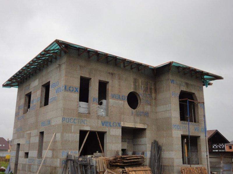 Какой дом построить: каменный или деревянный?